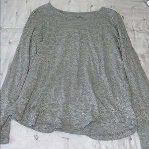 gray long sleeve tee